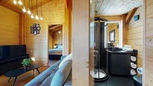 Badezimmer & Wohnbereich