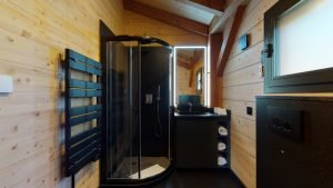 Badezimmer mit Deluxe-Duschen