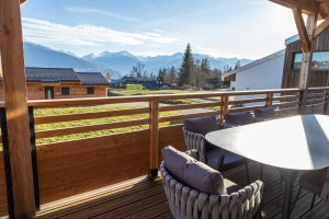 Outdoor Terrace Mountain View - Woodland Chalets West