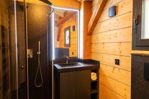 Shower - Woodland Chalets West