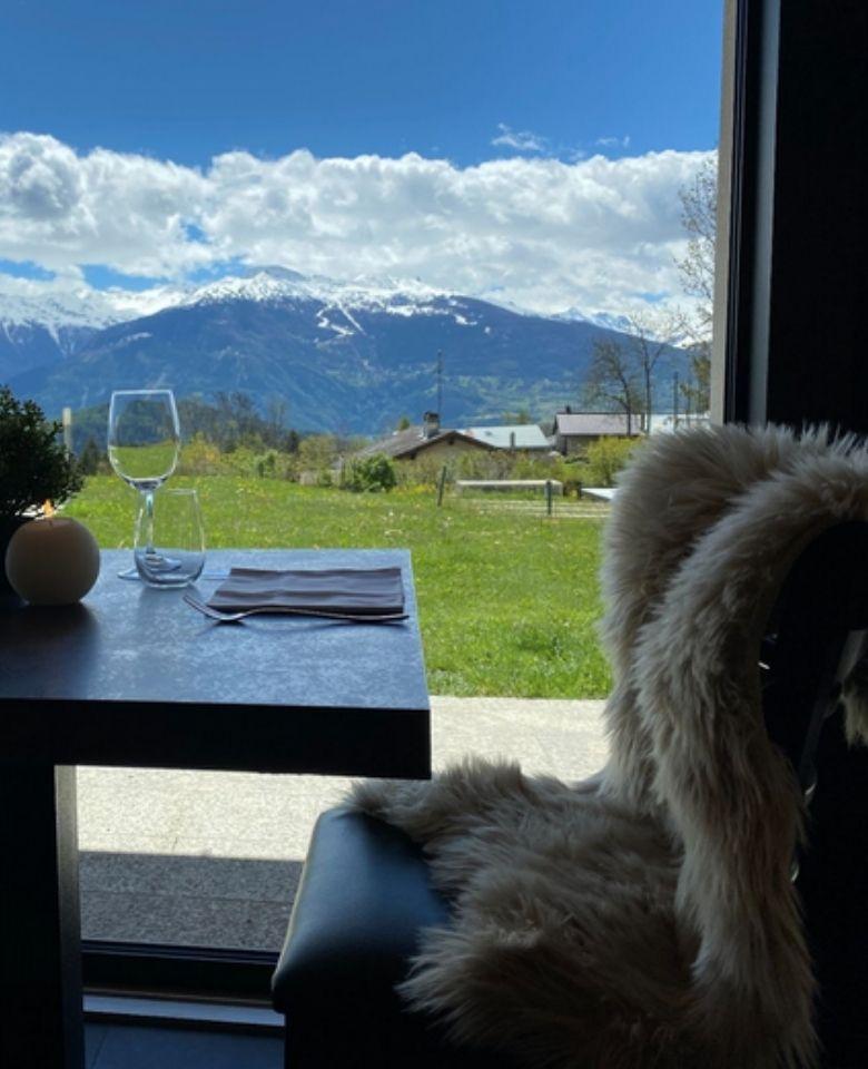 wood Restaurant Schweizer Alpenblick