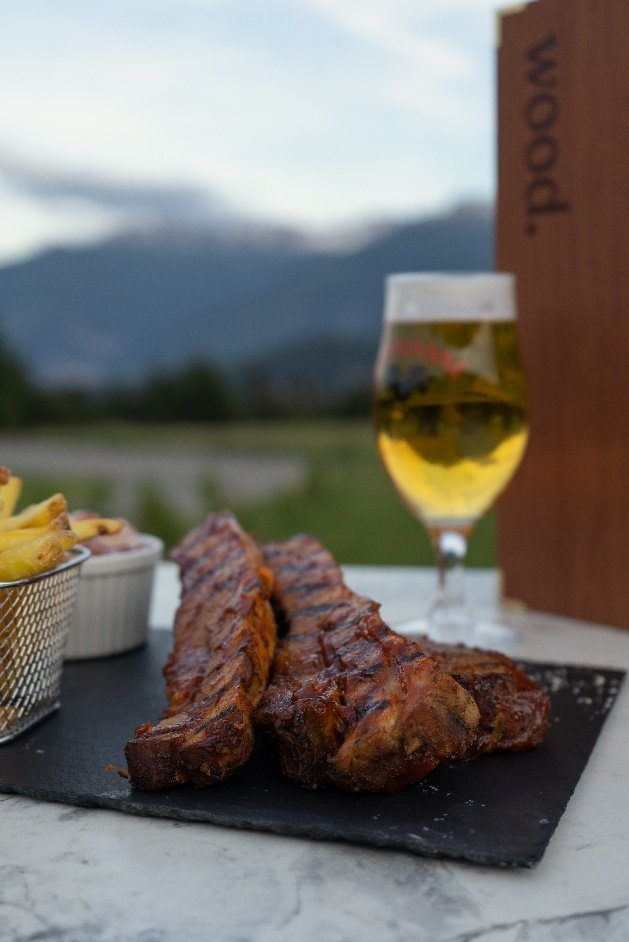 wood. Restaurant American BBQ
